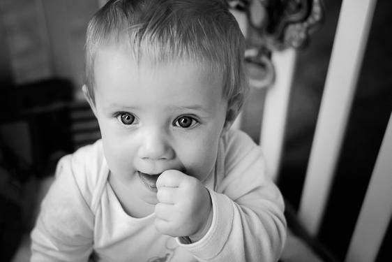 Spontane familiefotografie in zwart wit foto's gemaakt door Adrielle de Voogd van Adrielle Fotografie